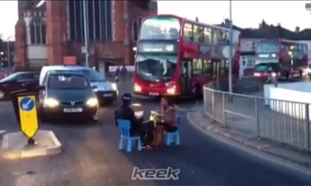 COUPLE FILMED EATING THEIR DINNER IN THE MIDDLE OF THE ROAD