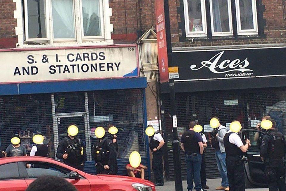 Armed police swoop on High Street