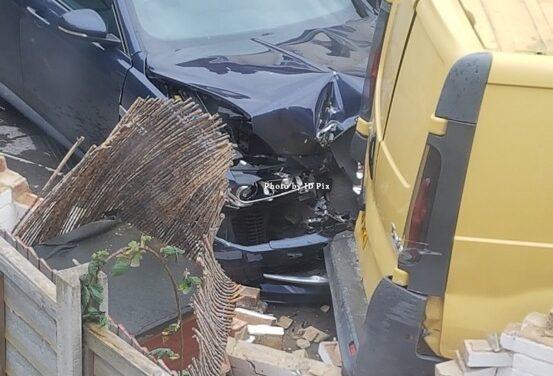 Stolen Jag Crashes after Pursuit